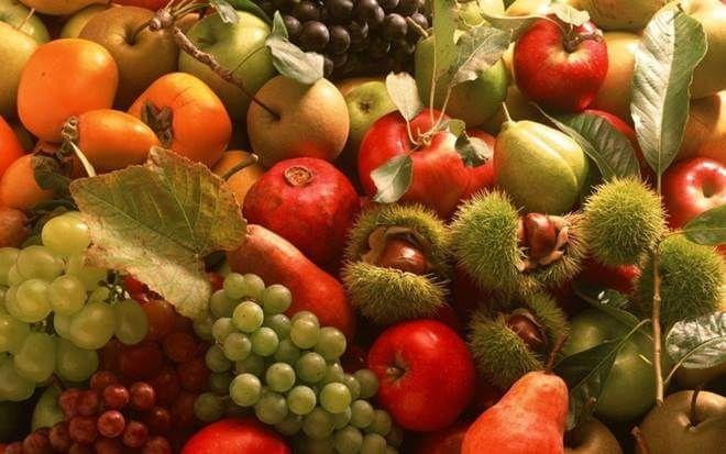 Φρούτα και ξηροί καρποί καταλληλότητα ανά εποχή (φθινόπωρο, χειμώνας, άνοιξη, καλοκαίρι) και μήνα για κατανάλωση τους. Τι ενδείκνυται τον Αύγουστο. More: https://www.helppost.gr/diatrofi/trofima/frouta-katallila-ana-mina/