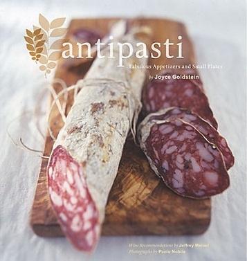 Gustosissimi antipasti: salami di prima qualità completamente italiani.