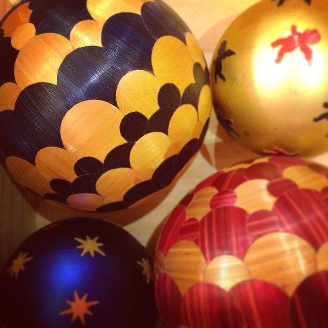 """20 """"Μου αρέσει!"""", 3 σχόλια - Lison de Caunes (@lisondecaunes) στο Instagram: """"En pleine préparation pour les ventes de Noël! #marqueteriedepaille #ventesdenoel #lisondecaunes…"""""""