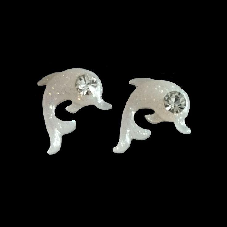 Charlies Nail Art - 3D nail art dolphin charms, £0.29 (http://www.charliesnailart.co.uk/3d-nail-art-dolphin-charms/)