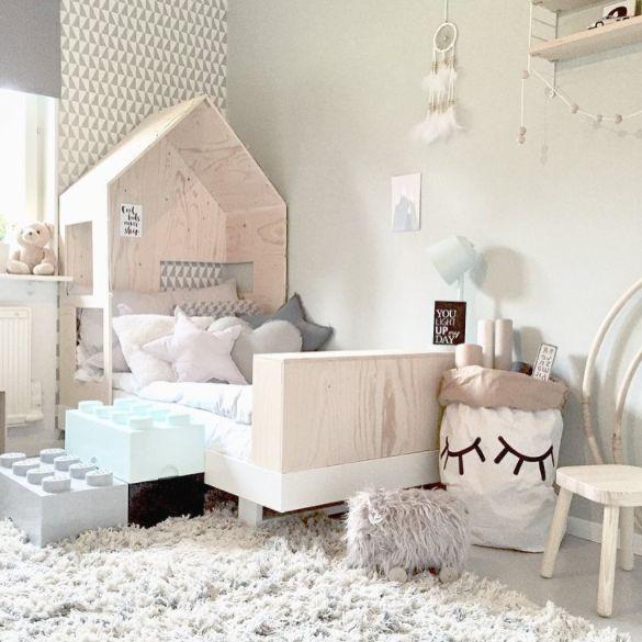 Dormitorio infantil original con cama casita y cajas Lego - Minimoi (@fru_zakrisson)