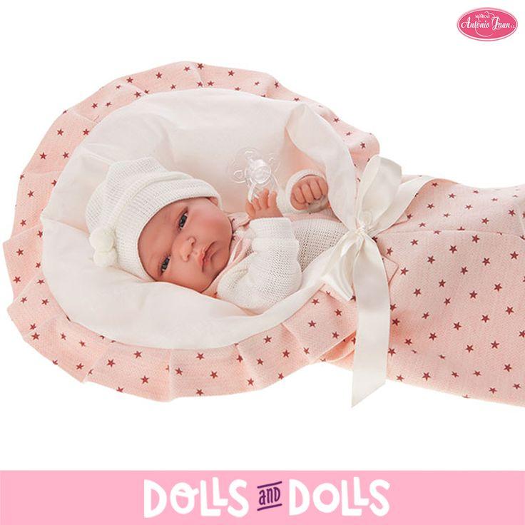 Baby Toneta de 33 centímetros con el cuerpo de vinilo ha llegado a #DollsAndDolls para que puedan disfrutar de ella las más pequeñas de la casa. Le encanta que le abracen y que le den todo su amor. ¿No te parece una ricura? #Dolls #AntonioJuanDolls #DollsMadeInSpain #Bonecas #Poupées #Bambole