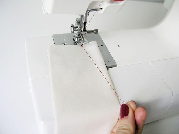 Técnica para coser pinzas sin que estén previamente dibujadas, con los extremos y el hilo superior ¡se cose! | http://www.betsy.es/5-trucos-clave-para-coser-pinzas-con-exito/