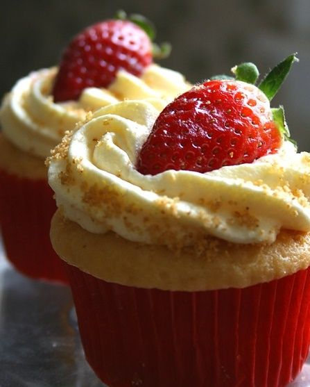 Easy strawberry cheesecake cupcake recipe
