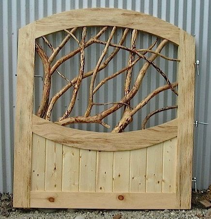 Pallet Projects : Garden Gate Made From Pallets And Branches