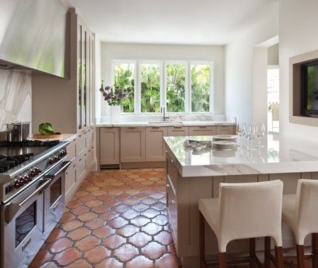 IOTD_+2-kitchen-vacation-home-palmbeach-ksargent-houseandhome-dec2012.jpg 450×380 pixels