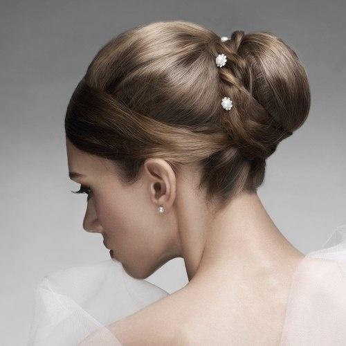 Paulo Persil aconselha o uso de grampos grandes para penteados descontraídos e pequenos para os clássicos