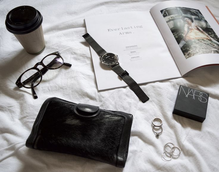 We start the day with coffee and a magazine. Feat the Treviso Black Mesh. Only available via our watch builder!