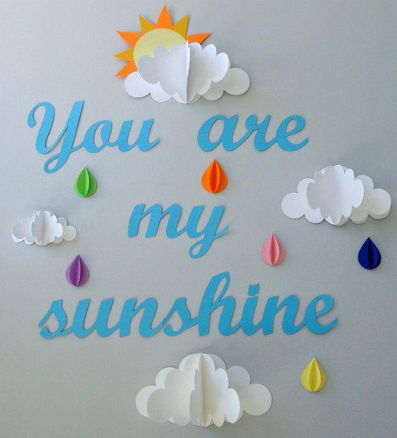 Este arte de la pared es perfecto para una guardería, sala infantil o sala de juegos. Es una gran manera de añadir textura y color a cualquier pared. Este arte de la pared es fácil de colgar y fácil de mover.  Este arte de la pared consiste en seis arcoiris 3D color las gotas de lluvia, 4 nubes de diferentes tamaños (uno con un sol leerlo hacia fuera) y las palabras Usted es mi sol.  * Incluido en su orden son lengüetas adhesivas que se pueden utilizar para colgar su arte de la pared. Estas…