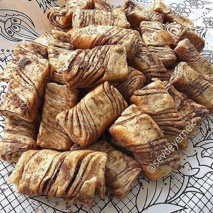 """3,182 Beğenme, 171 Yorum - Instagram'da Sevgi Nalbant (@sevdeyemek): """"Hayırlı akşamlar Tereyağli kurabiye 250 gr tereyağı 1 su bardağı pudra şekeri 250 gr patates…"""""""
