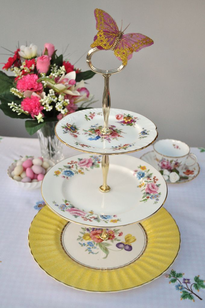 Bride 39 s bouquet 3 tier vintage cake stand table for Beautiful cake stands