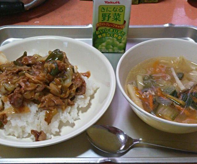 小学校の給食です。 今日の献立は ・ホイコーロー丼 ・春雨中華スープ ・野菜ジュース - 19件のもぐもぐ - 今日の給食(4/28) by sakachinmama