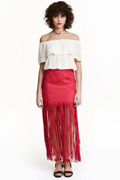 Gonna con frange: H&M LOVES COACHELLA. Gonna in finto camoscio con frange lunghe in basso. Cerniera nascosta dietro. Sfoderata.