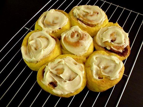 Yummy Maple-glazed Pumpkin cinnamon rolls