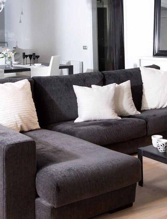 Strict Black and White Apartment Interior Design - Loft en el Gotico