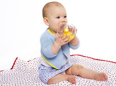 DIY baby rokje met bolletjes.  By Veritas.