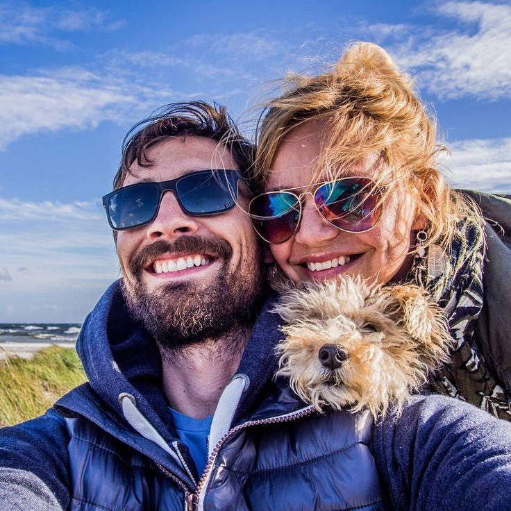 Odkrywamy psiolubne noclegi, plaże, wybiegi, restauracje, szlaki i kawiarnie. Bo podróżowanie z psem jest po prostu fajne.