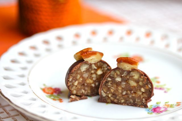 pecan pie truffle half A Perfect Thanksgiving Treat: Pecan Pie ...