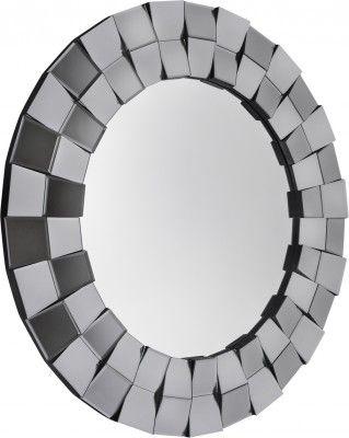 Lustro Fabio  Przepiękne okrągłe lustro o ozdobnej ramie wyciętej pod dwoma różnymi kątami i wyklejanej z kawałków fazowanych lusterek, które gdy przechodzi się obok odbijają sztuczne światło pięknie błyszcząc. Lustro ma tylko 2cm grubości i nie świetnie zdobi przestrzeń nad toaletkami, konsolami oraz bardzo dobrze pasuje w salonie, w holu i w łazience.