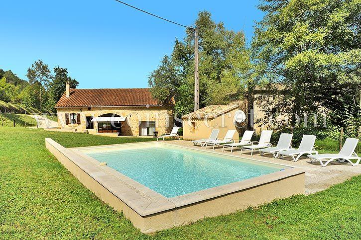 Location d'une maison en campagne pour vos vacances en Dordogne avec piscine