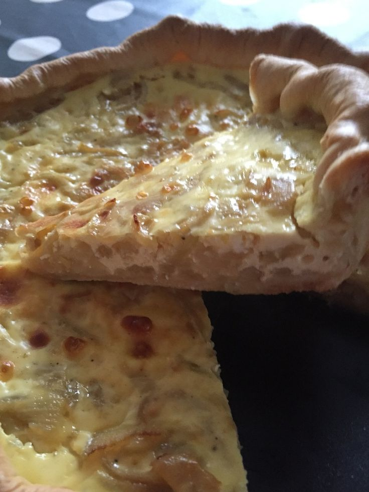 Cela fait longtemps que je n'ai pas fait de quiche ou de tarte. Voici une recette que j'ai trouvé sur le blog des petits plaisirs de Doro que j'ai un petit peu modifié : pour 1 tarte - 6 parts : 4 pp la part -4 parts : 6 pp la part -1 pâte brisée légère...