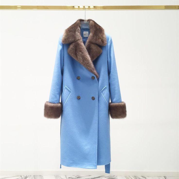 Великолепное пальто из голубого кашемира Loro Piana с подкладом из натурального шелка, дополнительным утеплением и отделкой из меха норки. Встречаем зиму во всей красе и подготовленными! Пальто с утеплением выдерживает до -15 градусов. Будьте яркими! А мы поможем Вам не замерзнуть! ----- Для заказа: +79217761216/Ateliernumber1@gmail.com/ #ателье #ательемск #ательеспб #пошив #пошивплатья #портной #платье #швея #юбка #ткани #шелк #atelier #fashion #style #trendy #dress #couture #hautecouture…