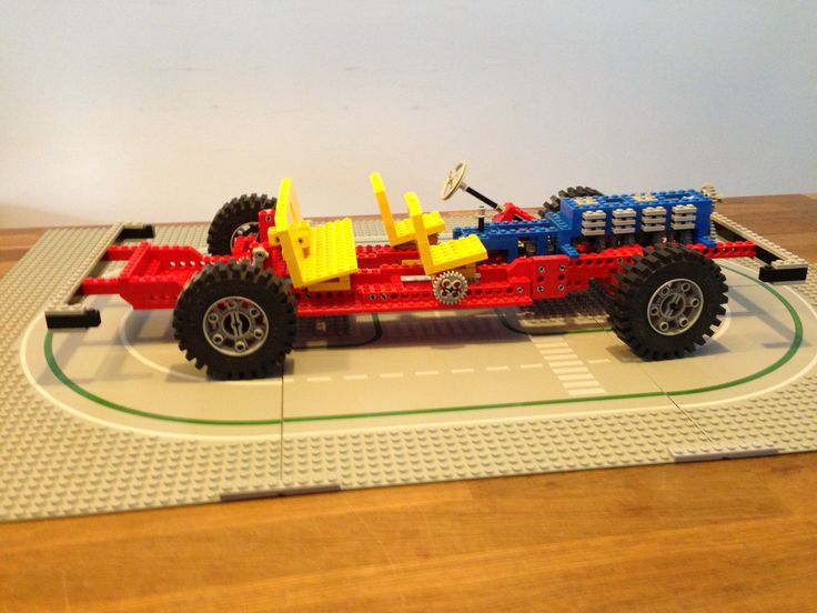 Lego 853, issued in 1977. Working pistons, three shift gearbox and adjustable seats.