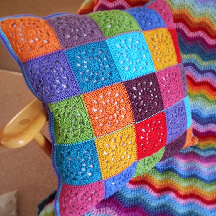Lavender and Wild Rose: Sunshine motif and cushion - a tutorial