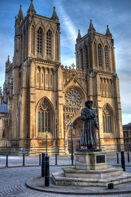 """Bristol Cathedral, is unique among british cathedrals because of it's """"Hall Church"""" construction meaning that the Nave and Aisle are the same height."""