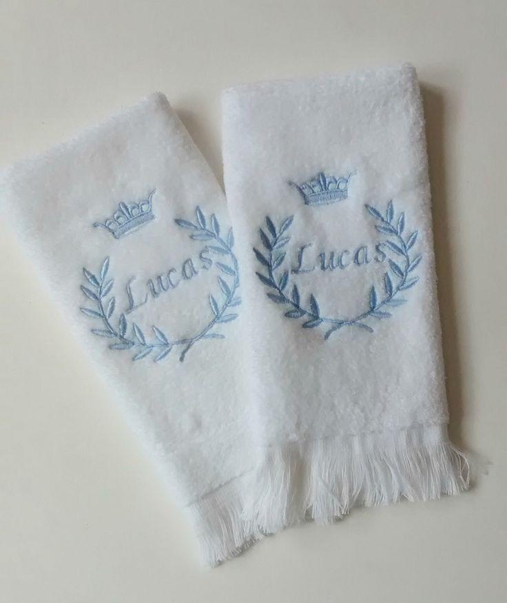 As indispensáveis toalhinhas pra limpar a boquinha do bebê são super fofinhas com qualidade São Carlos e bordado personalizado com o nome do seu neném.  Em qualquer cor para meninos e meninas.  contém 2 unidades