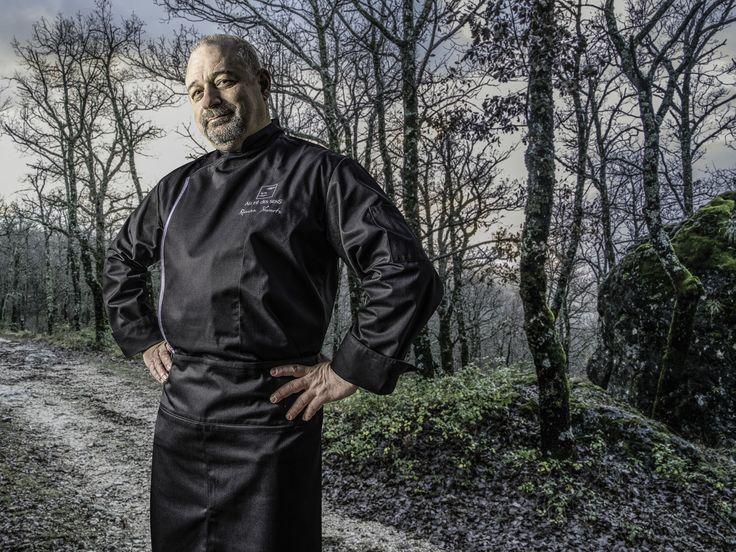 Firenze Noir è una giacca uomo da cucina, caratterizzata da collo alla coreana, chiusura con bottoni a pressione nascosti