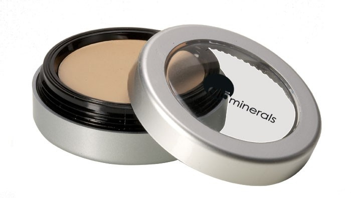 """We can't go without: GloMinerals Camouflage Oil Free Concealer (""""golden"""" is the perfect shade for me) #DailyGlowPicks"""