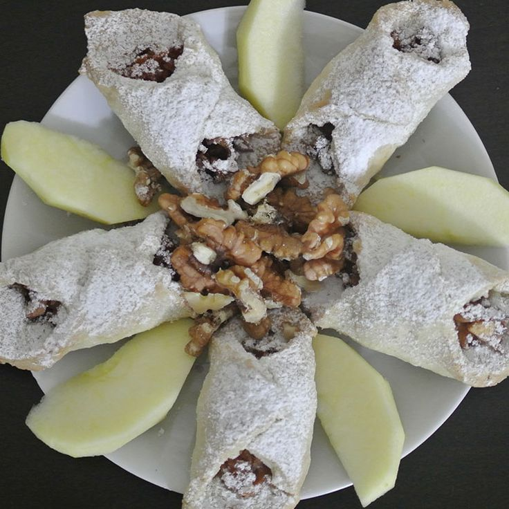 Hiç bir yerde bulamayacağınız tüm süreci fotograflarla detaylandırılmış bu Elmalı Pasta Tarifi ne bayılacaksınız. Tarife bu adresten ulaşabilirsiniz: http://pasta.tarifleri.co/elmali-pasta-tarifi/