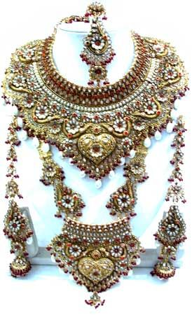 massively huge and ornate gold jeweled necklace, traditional Indian bridal jewellery