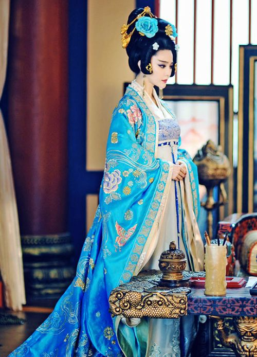Fan Bingbing in 'The Empress of China' (2014) wearing exquisite Hanfu Tang Dynasty costume.