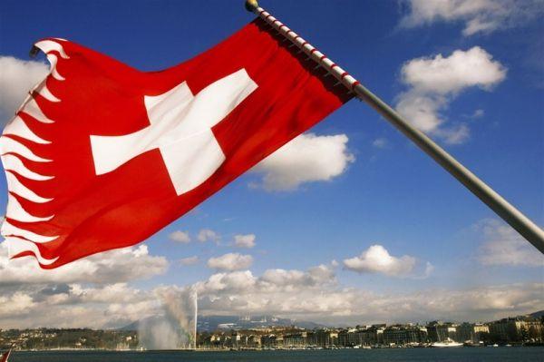 Schweiz am Sonntag: жители Швейцарской Конфедерации не хотят в ЕС.             Как пишет издание Schweiz am Sonntag, проблемы с мигрантами, по мнению жителей Швейцарии, необходимо решать путем рас