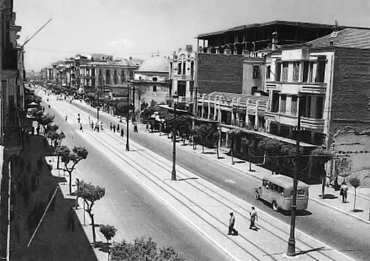 Η Εγνατία το 1950,στο βάθος το Αλκαζάρ(Χαμζά Μπέη Τζαμί)