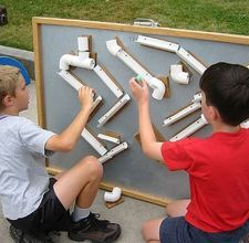 This is completely wicked! Magnetic tubes and ramps to make a marble maze. Physics and fun - Win!