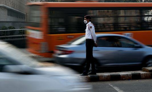 Début de la circulation alternée à New Delhi, pour juguler la pollution Check more at http://info.webissimo.biz/debut-de-la-circulation-alternee-a-new-delhi-pour-juguler-la-pollution/