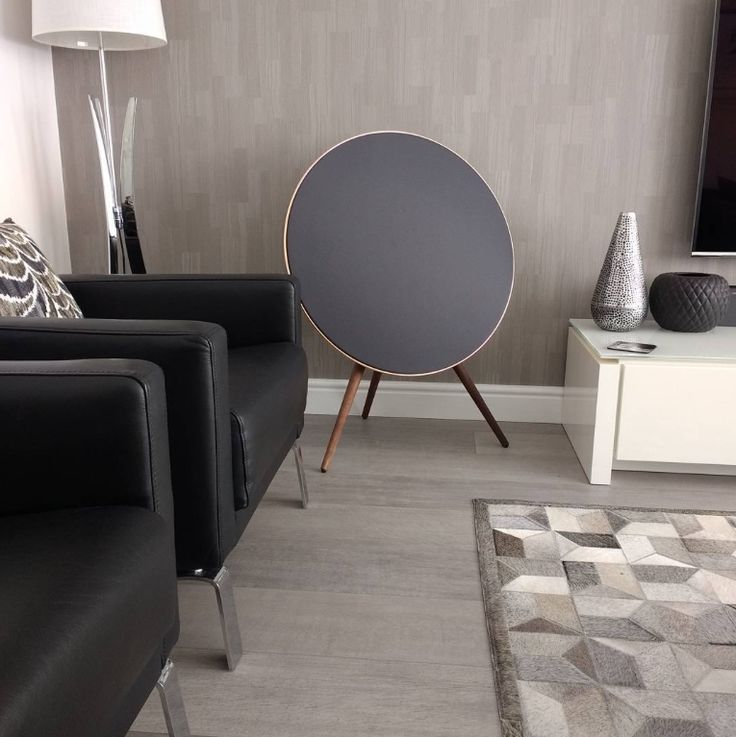 Here it's @popshomeandgarden beautifully demonstrating how the Beoplay A9 can appear in your living room!