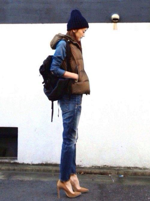 デニデニ × ダウンベスト バックパック と ビーニー でかなりカジュアルなので、靴は敢えて