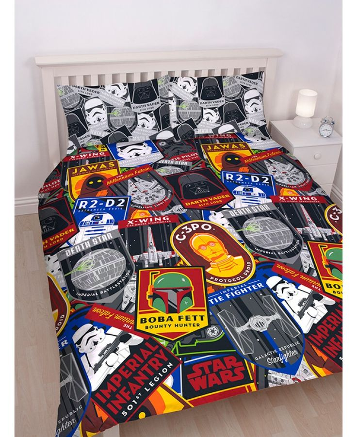 This Star Wars Classic Patch King Size Duvet Cover and Pillowcase Set features a cool collage style design on both sides.