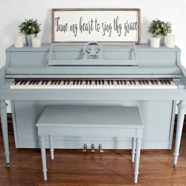This piano was painted by @thedefineryco in #Bergere, and it was Megan's first experience with #mmsmilkpaint! We love everything from the hymn down to the bench 😍 Way to show our #JanuaryColoroftheMonth so beautifully! 👏🏻 #mmsmp #iheartmilkpaint #paintedpiano #mjölkfärg #peintureaulait #milchfarben #movemountainsinyourhome