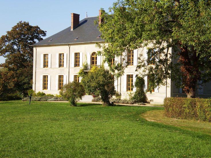 Le Château Charly situé à Charly dans le Cher, à partir de 140€/nuit pour 2 personnes - Cliquez sur l'image pour accéder à la fiche de la chambre d'hôte