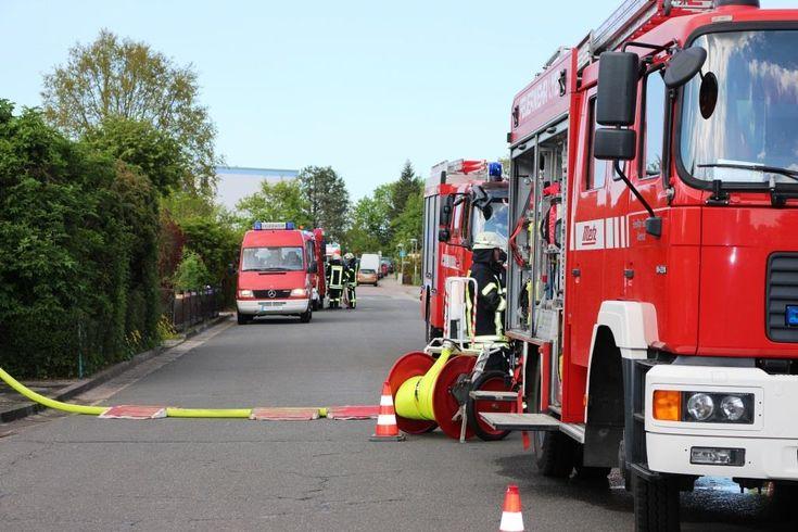 Feuer im Gewerbepark in Köln-Porz – Ein Toter gefunden #Stadtgespräch #Alarm #Alarmstufe #Anwohner #Berufsfeuerwehr