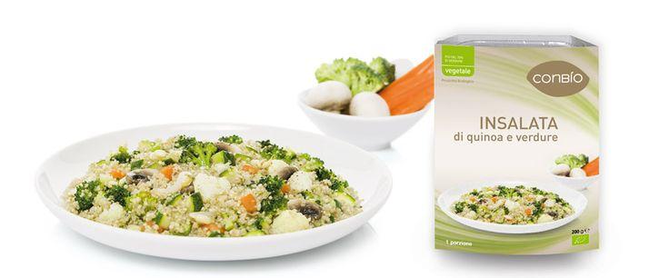 Insalata di quinoa e verdure   Preparazione alimentare a base di quinoa e verdure