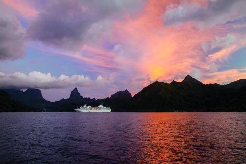Hermosas noches a bordo de los cruceros de Paul Gauguin Cruises. Mayor información: http://crucerosdeluxereps.com/cruceros-paul-gauguin