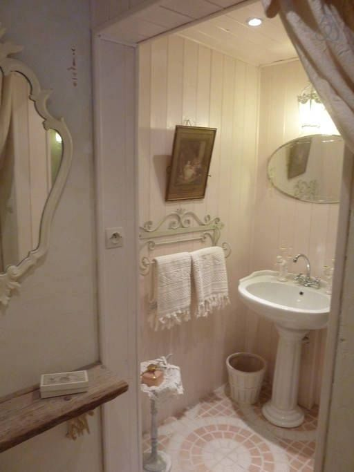 Shabby Chic Bathroom Decor: 17 Best Images About Romantic Bathrooms. On Pinterest