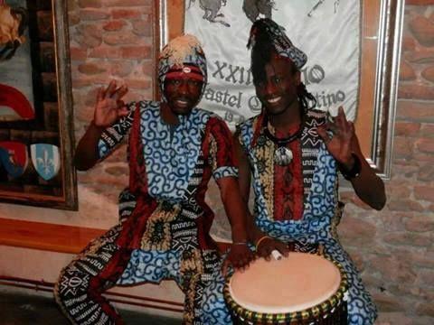 Mamadou Mbaye (danza) e Azou Mbaye (percussioni) vi aspettano venerdì 28 marzo 2014 alla SERATA AFRICANA.    Prenotate allo 071/981914 o scrivete a info@ghr.it