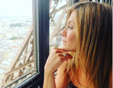 Justin Theroux's Wife Jennifer Aniston Gets a 'Boob Job'? Says Top Surgeons
